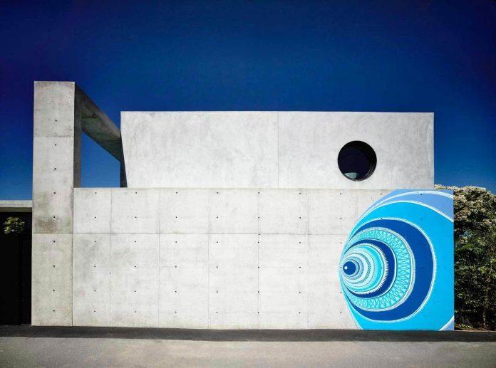 mckimm-designs-modern-concrete-family-home-wolseley-03