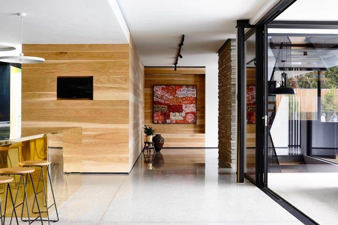 Mckimm designs a modern concrete family home in wolseley for Architecture contemporaine definition