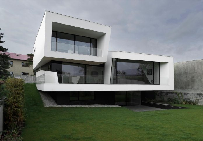 minimalist-home-design-located-south-sloping-plot-residential-part-prague-02