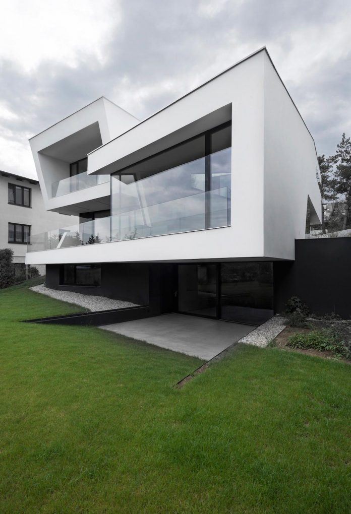 minimalist-home-design-located-south-sloping-plot-residential-part-prague-03