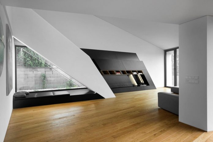 minimalist-home-design-located-south-sloping-plot-residential-part-prague-11