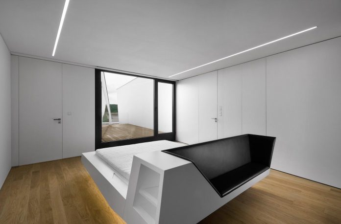 minimalist-home-design-located-south-sloping-plot-residential-part-prague-17