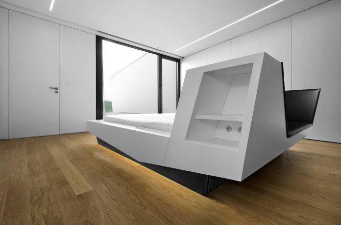 minimalist-home-design-located-south-sloping-plot-residential-part-prague-18