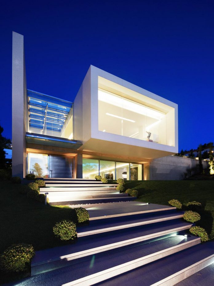 modern-villa-154-created-serve-two-purposes-living-spaces-exhibition-space-art-collection-01