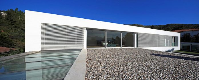 modern-villa-154-created-serve-two-purposes-living-spaces-exhibition-space-art-collection-09