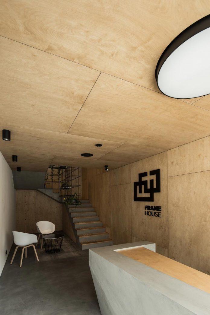 office-designed-idea-simplicity-beauty-uses-wood-concrete-bit-metal-01