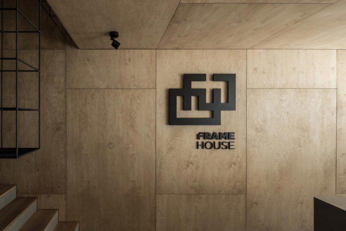 office-designed-idea-simplicity-beauty-uses-wood-concrete-bit-metal-03