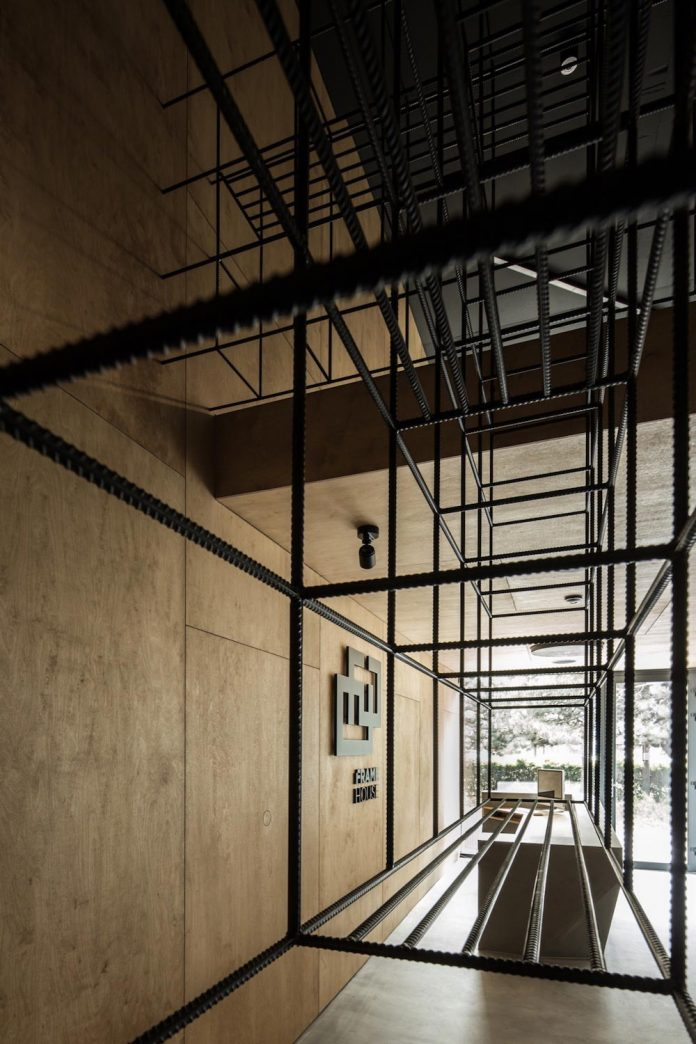 office-designed-idea-simplicity-beauty-uses-wood-concrete-bit-metal-05