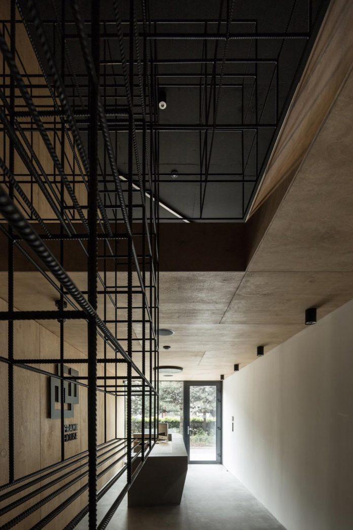 office-designed-idea-simplicity-beauty-uses-wood-concrete-bit-metal-06