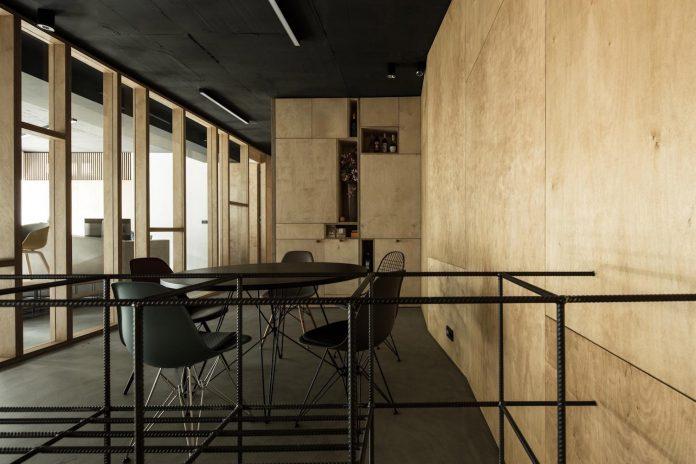 office-designed-idea-simplicity-beauty-uses-wood-concrete-bit-metal-16