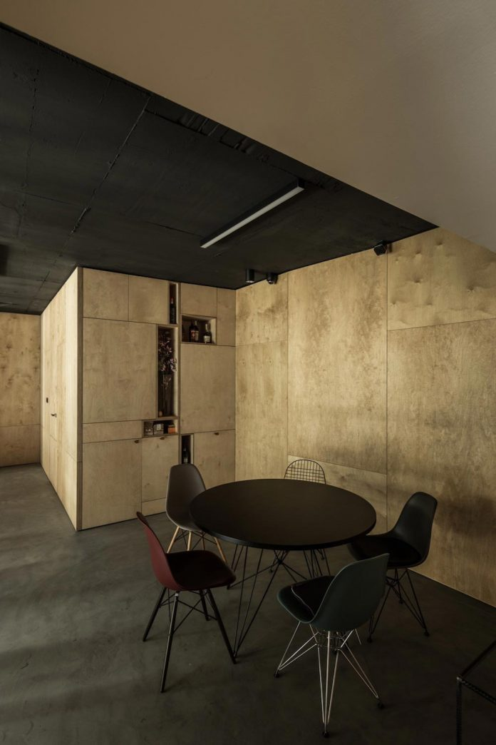 office-designed-idea-simplicity-beauty-uses-wood-concrete-bit-metal-18