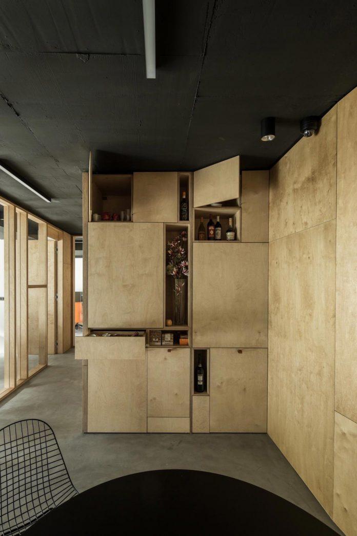 office-designed-idea-simplicity-beauty-uses-wood-concrete-bit-metal-20