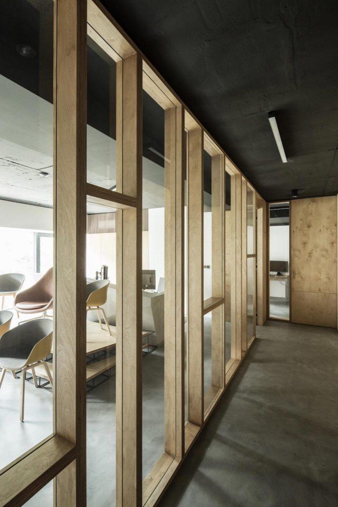 office-designed-idea-simplicity-beauty-uses-wood-concrete-bit-metal-22