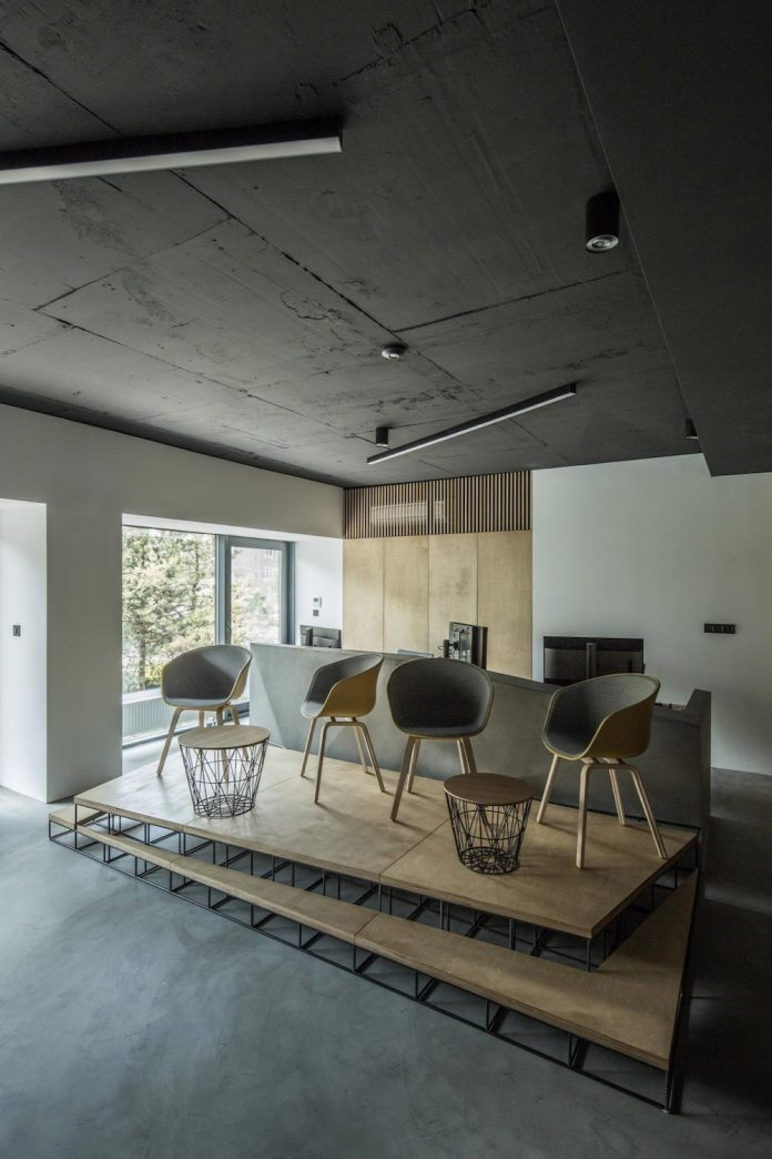 office-designed-idea-simplicity-beauty-uses-wood-concrete-bit-metal-24