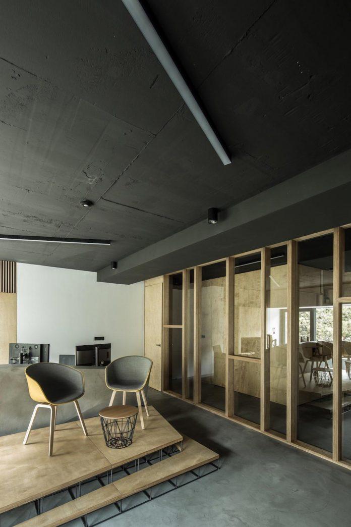office-designed-idea-simplicity-beauty-uses-wood-concrete-bit-metal-26