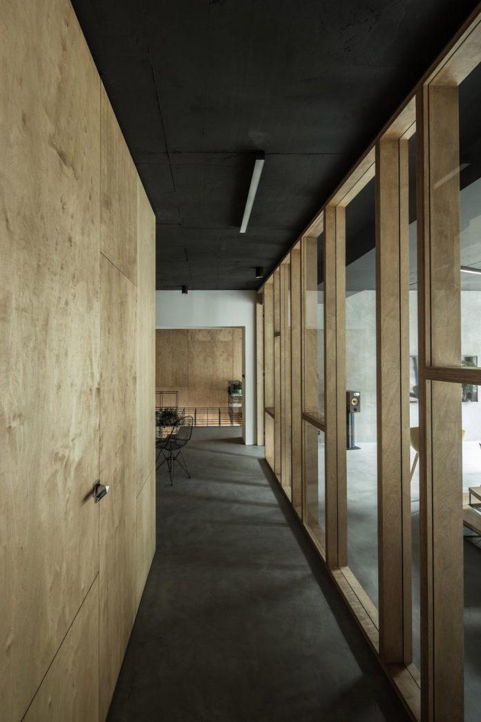 office-designed-idea-simplicity-beauty-uses-wood-concrete-bit-metal-27