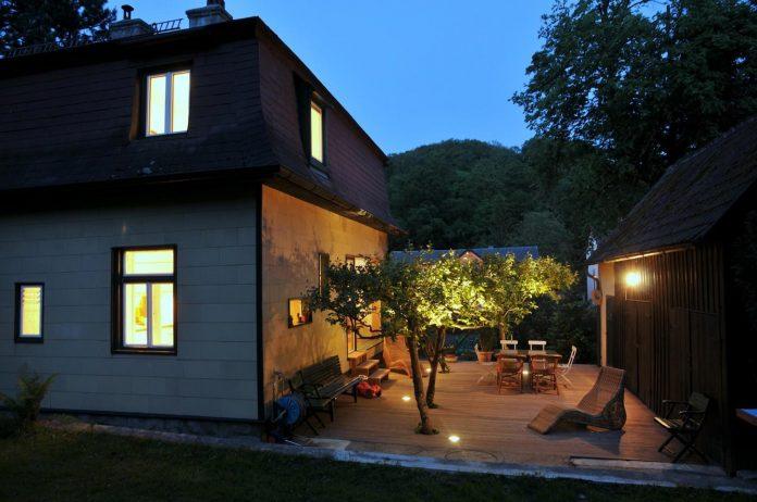 old-outbuilding-became-writers-workshop-garden-room-guests-childrens-paradise-10