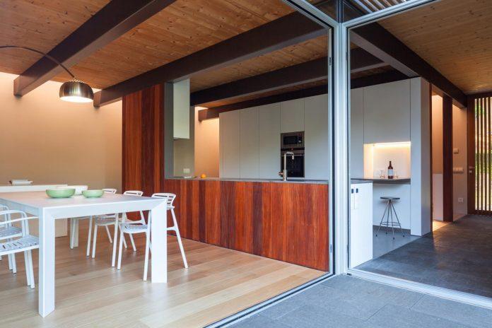 open-air-house-establishes-relationship-surroundings-courtyard-16