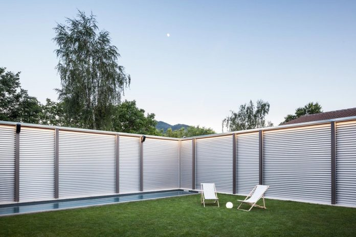 open-air-house-establishes-relationship-surroundings-courtyard-19