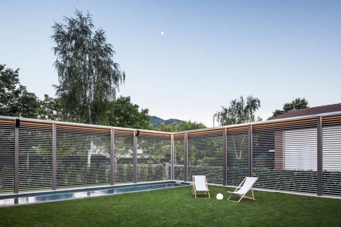 open-air-house-establishes-relationship-surroundings-courtyard-20
