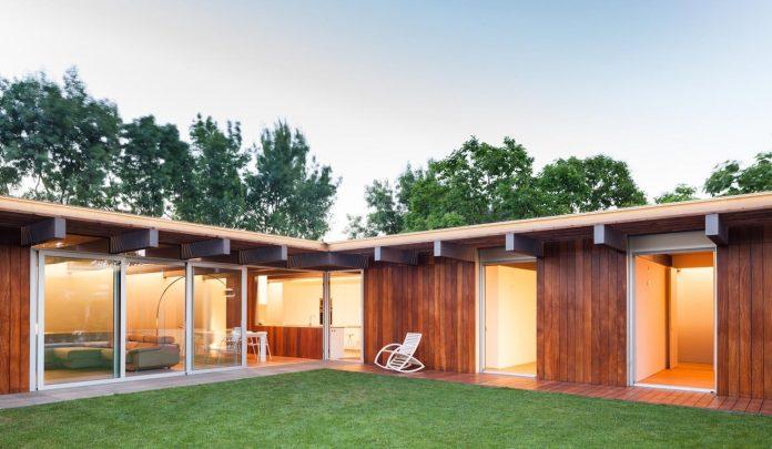open-air-house-establishes-relationship-surroundings-courtyard-21