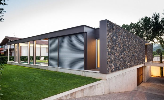 Open Air House Establishes The Relationship With The