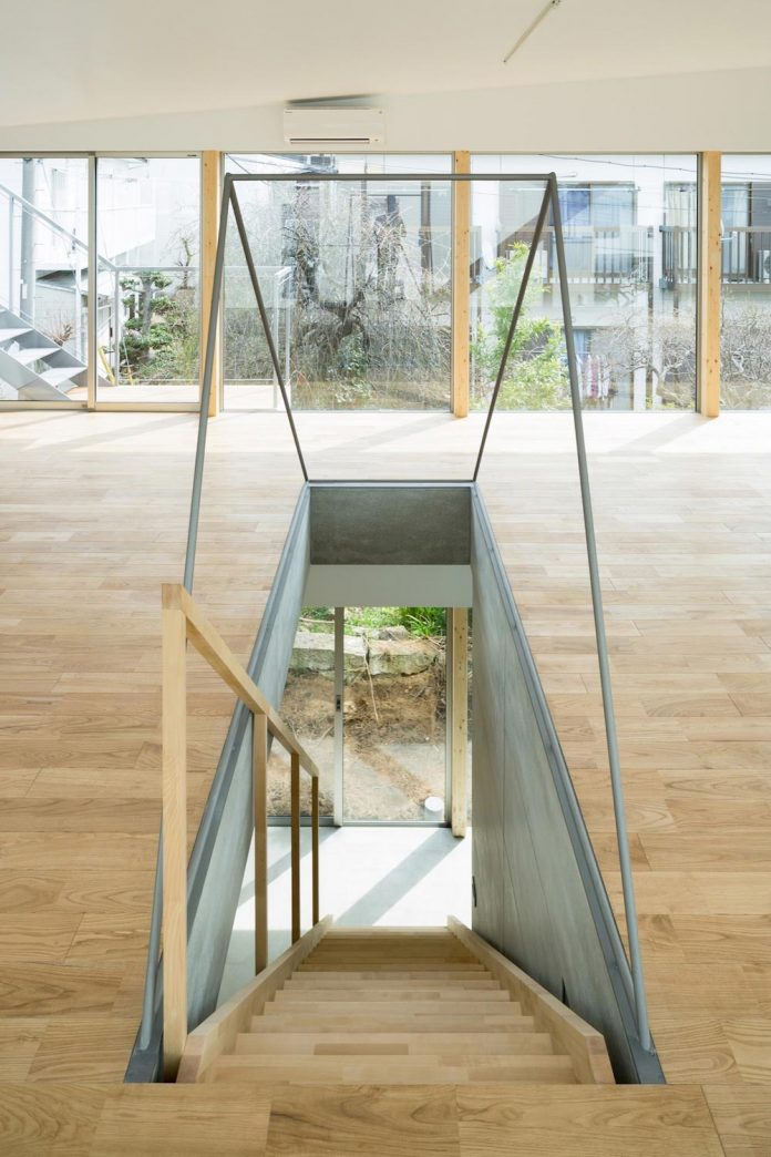 open-space-home-almost-no-privacy-situated-dense-neighbourhood-tokyo-09