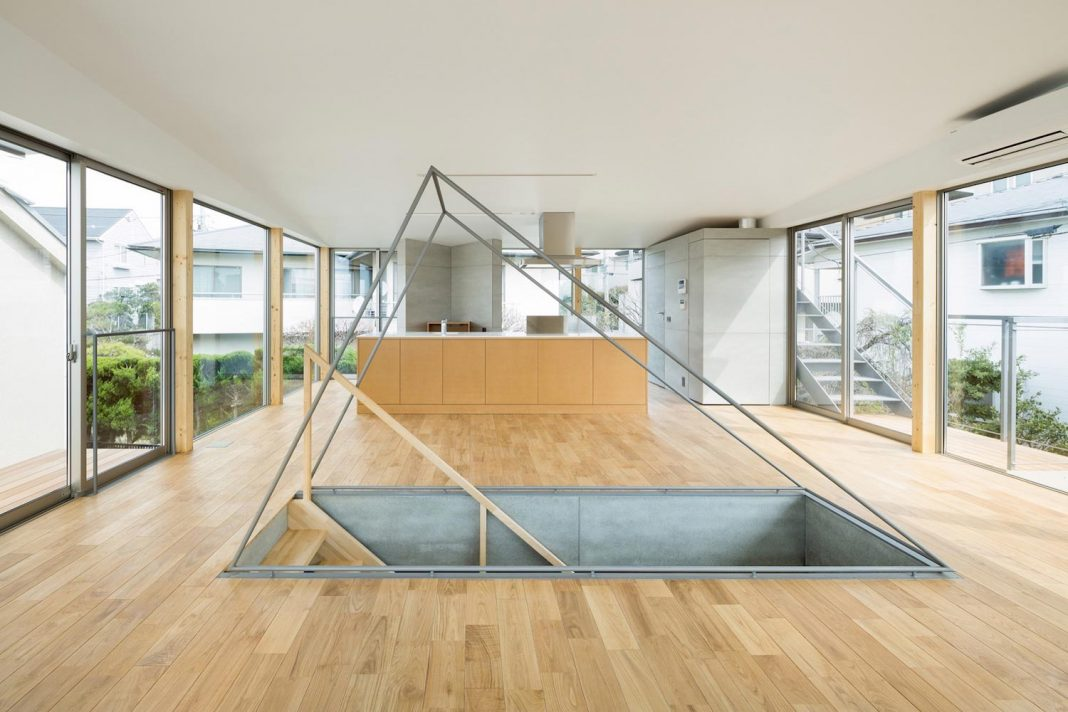 Open space home with almost no privacy situated in a dense neighbourhood of Tokyo
