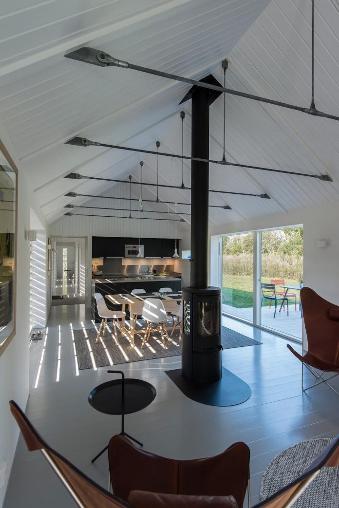 outstretched-narrow-barn-converted-contemporary-home-blasinge-sweden-08