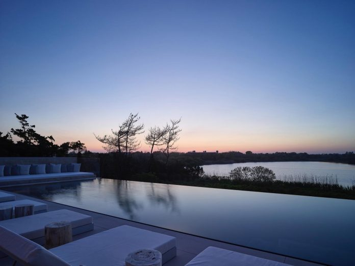 perched-ocean-pond-field-house-almost-appears-allow-landscape-run-21