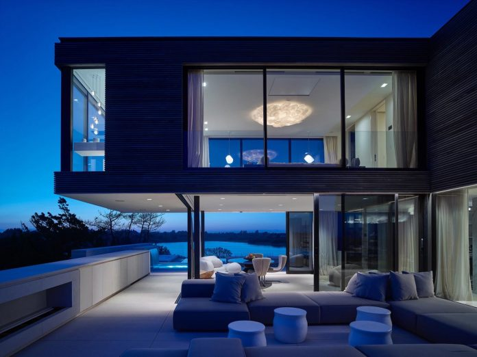 perched-ocean-pond-field-house-almost-appears-allow-landscape-run-22