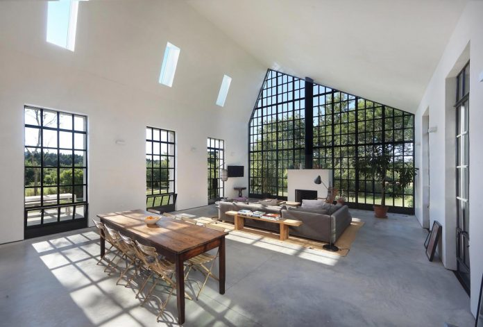 reminiscent-old-farmhouse-simple-shape-open-space-plan-new-york-loft-06