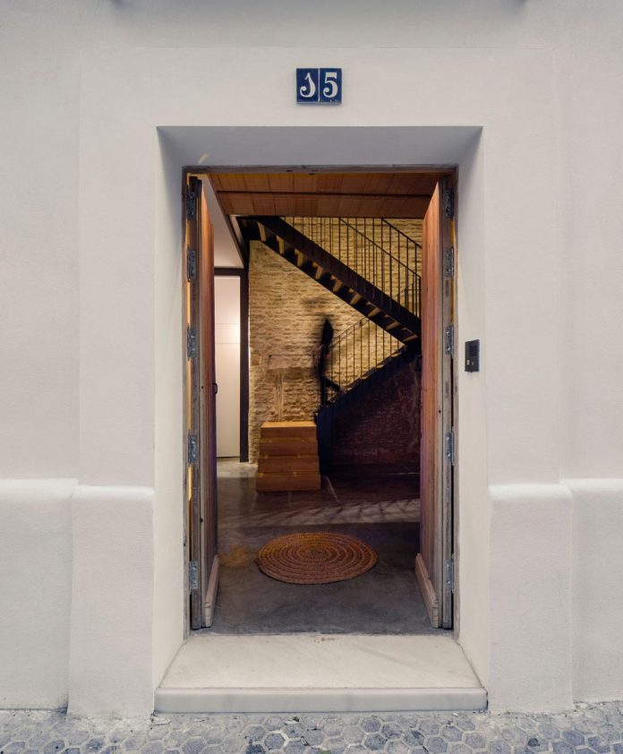 renovation-focuses-creating-modern-functional-house-old-city-center-seville-03