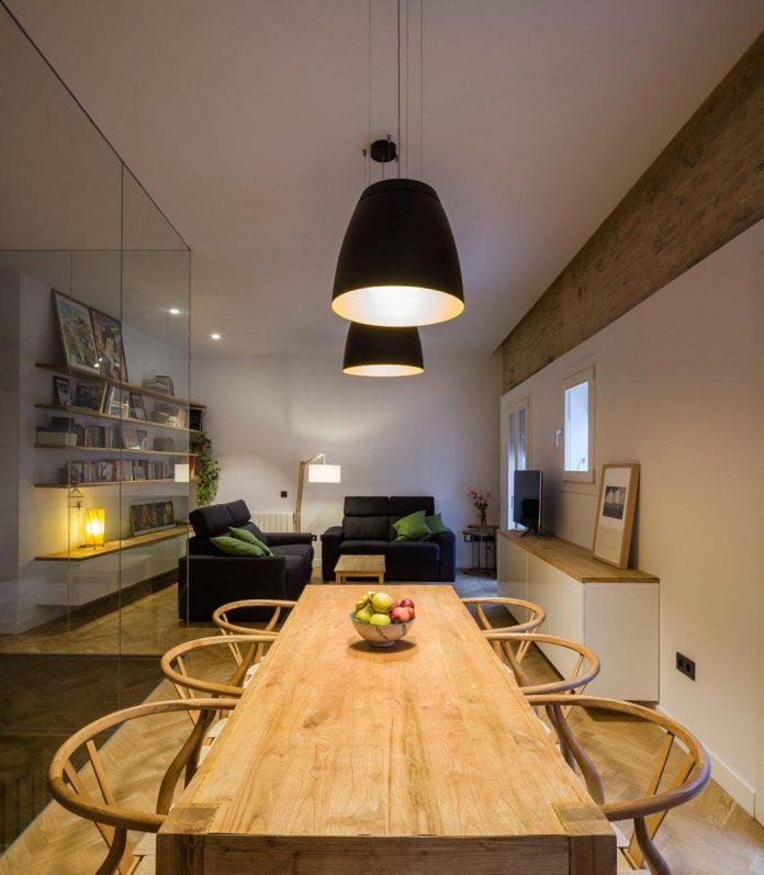 renovation-focuses-creating-modern-functional-house-old-city-center-seville-08