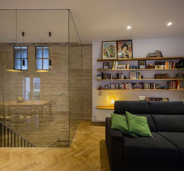 renovation-focuses-creating-modern-functional-house-old-city-center-seville-09