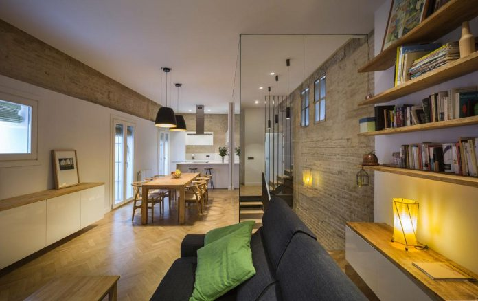 renovation-focuses-creating-modern-functional-house-old-city-center-seville-10