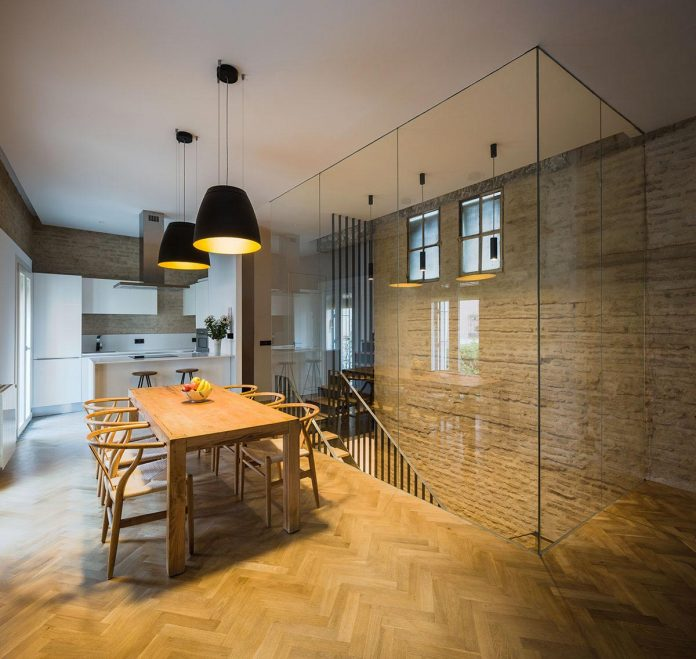 renovation-focuses-creating-modern-functional-house-old-city-center-seville-11