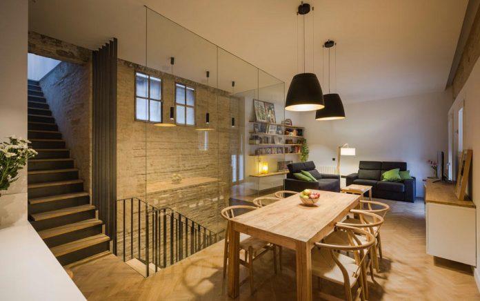 renovation-focuses-creating-modern-functional-house-old-city-center-seville-12