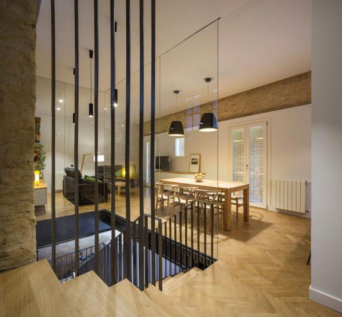 renovation-focuses-creating-modern-functional-house-old-city-center-seville-14
