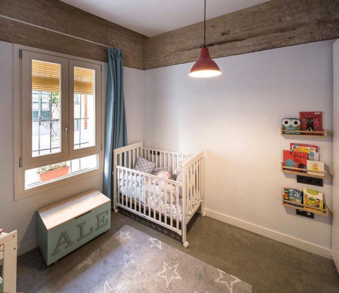 renovation-focuses-creating-modern-functional-house-old-city-center-seville-16