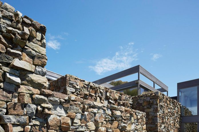 residence-orientated-follow-massive-drystone-wall-running-full-length-house-09