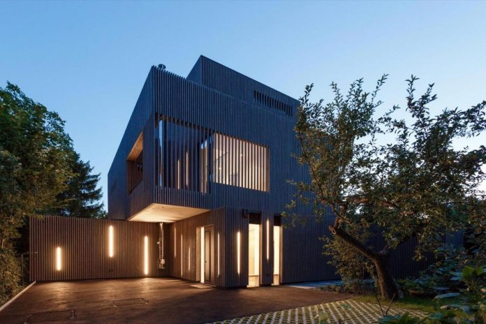 residence-situated-middle-block-buildings-created-satisfy-family-needs-09