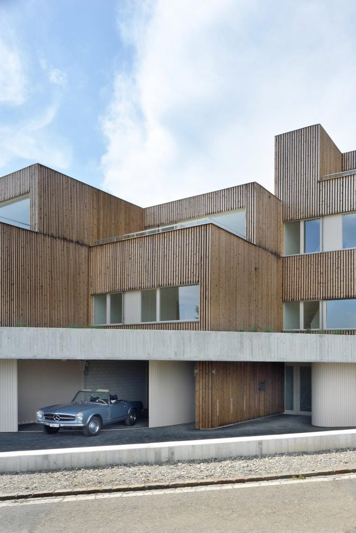 residential-unit-4-apartments-covered-charred-brushed-wooden-laths-02