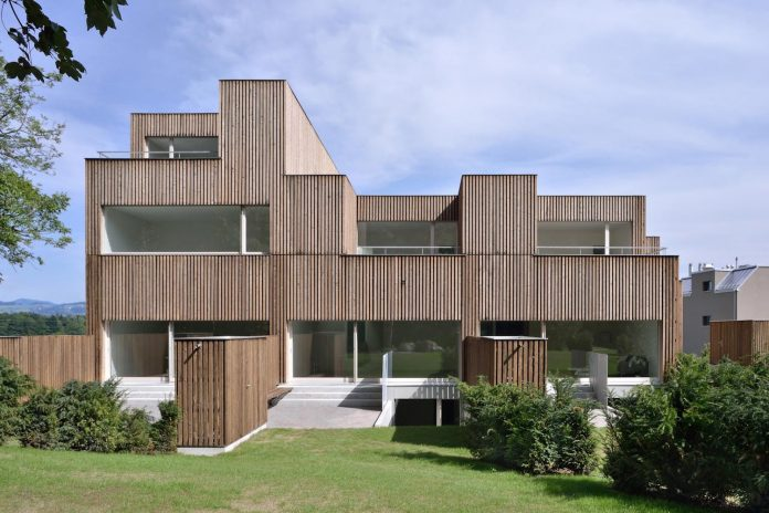 residential-unit-4-apartments-covered-charred-brushed-wooden-laths-04