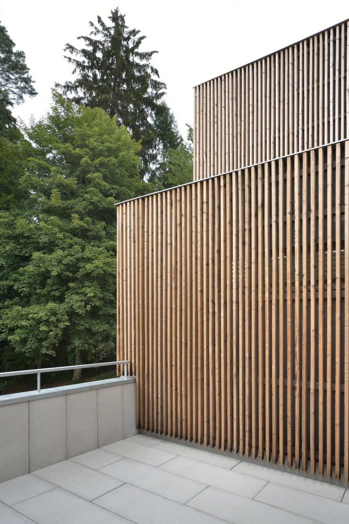residential-unit-4-apartments-covered-charred-brushed-wooden-laths-10