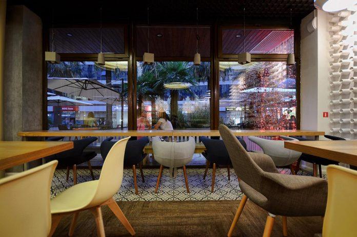 retro-futuristic-interior-redcup-coffeeshop-opened-sochi-02