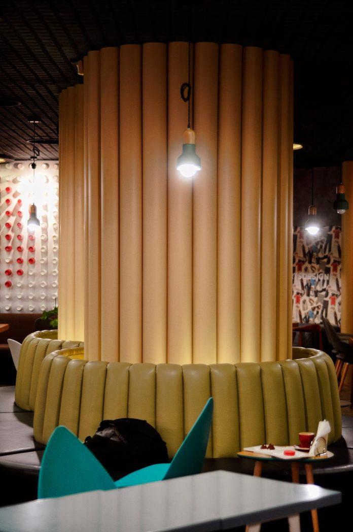 retro-futuristic-interior-redcup-coffeeshop-opened-sochi-04