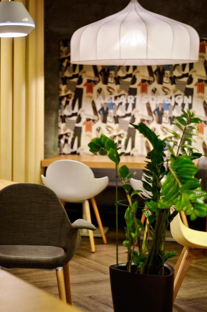 retro-futuristic-interior-redcup-coffeeshop-opened-sochi-05