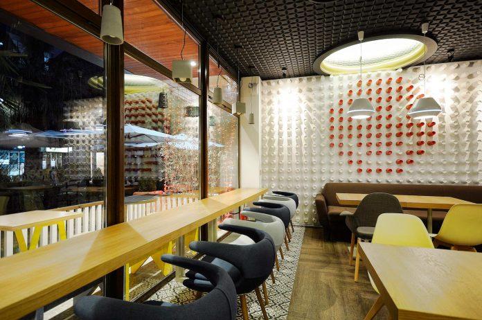 retro-futuristic-interior-redcup-coffeeshop-opened-sochi-08