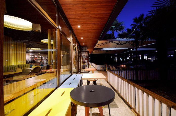 retro-futuristic-interior-redcup-coffeeshop-opened-sochi-10